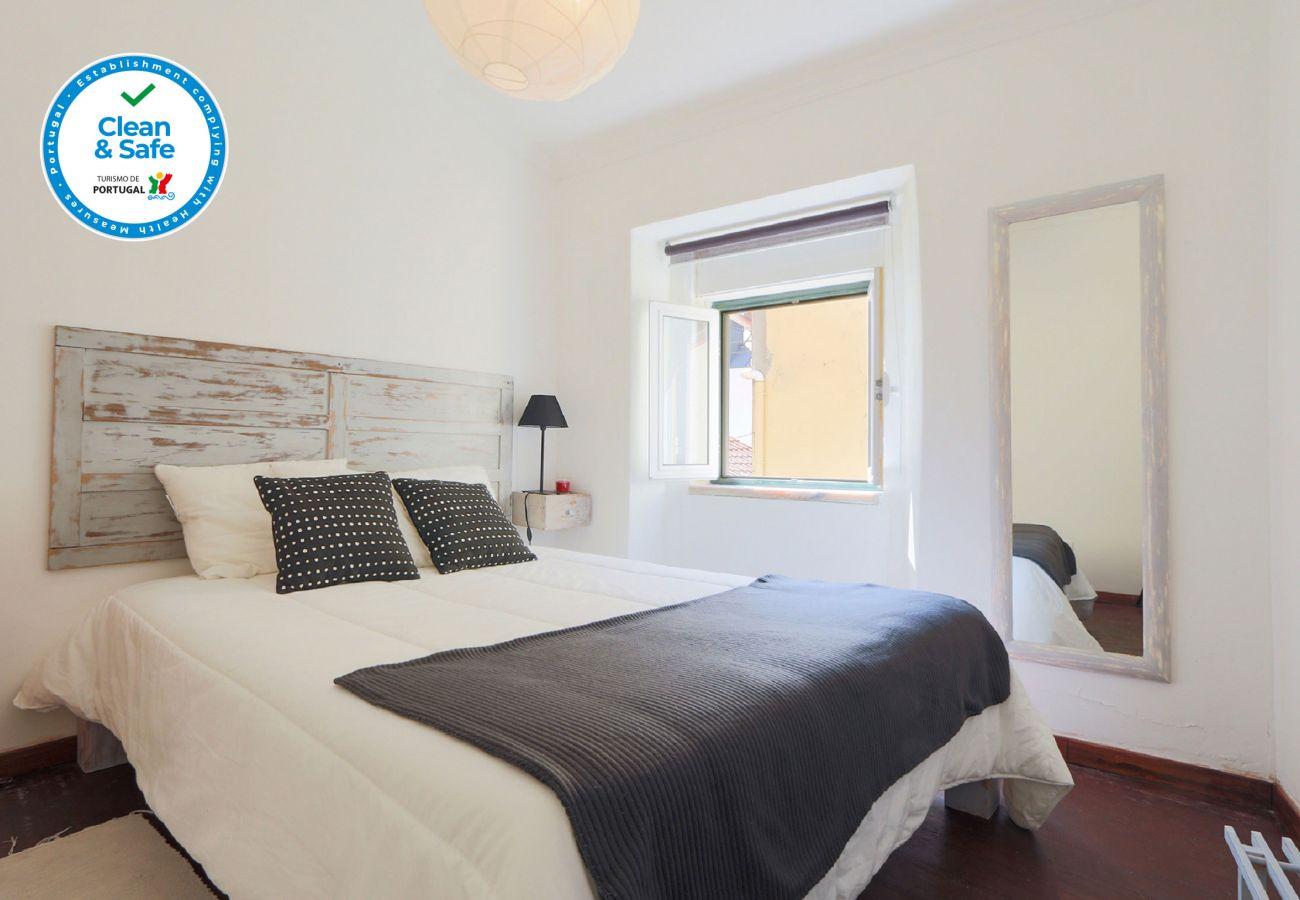 Agradável e confortável quarto de casal em bairro típico by GT House