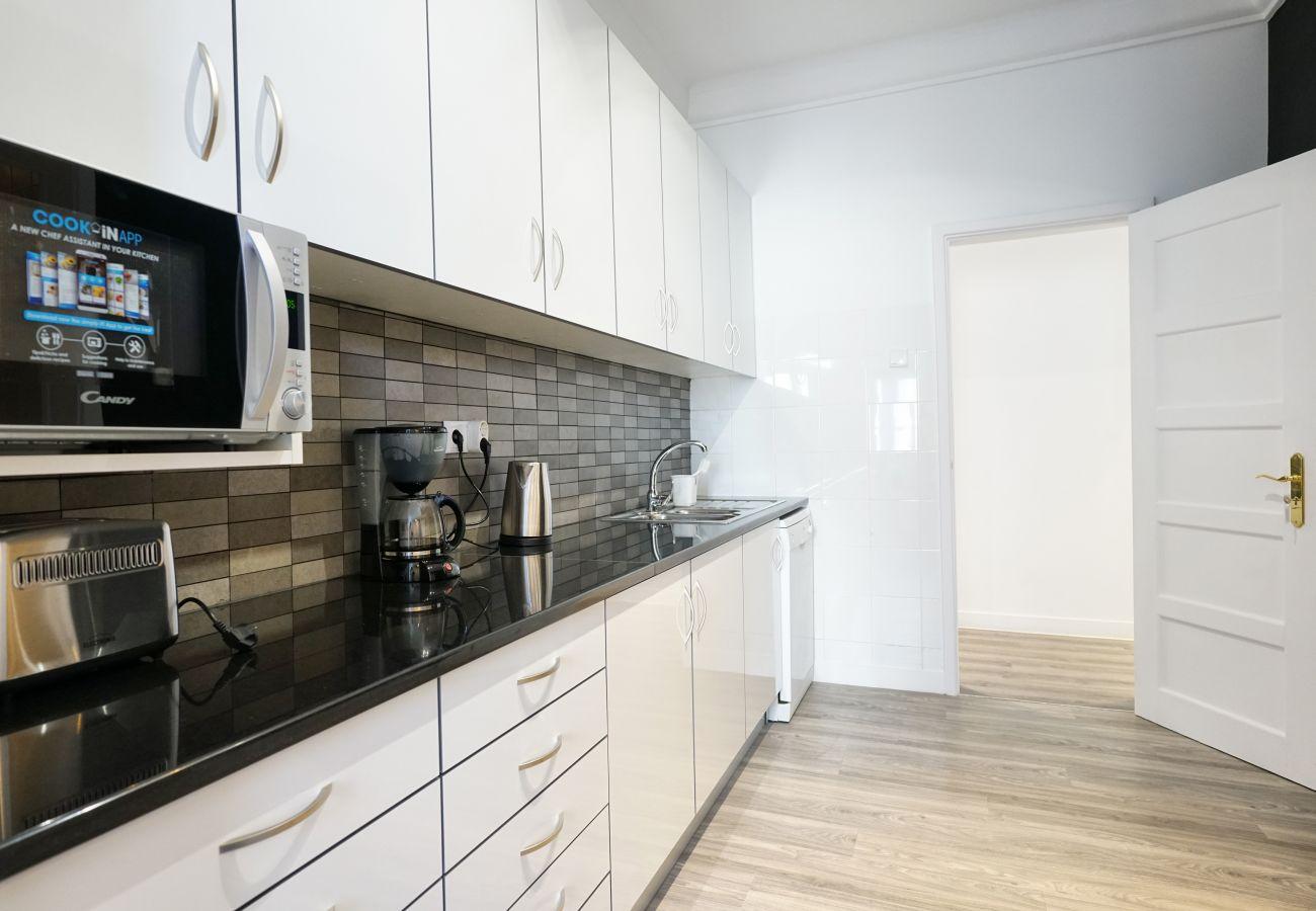 Cozinha totalmente equipada no apartamento no centro de Lisboa