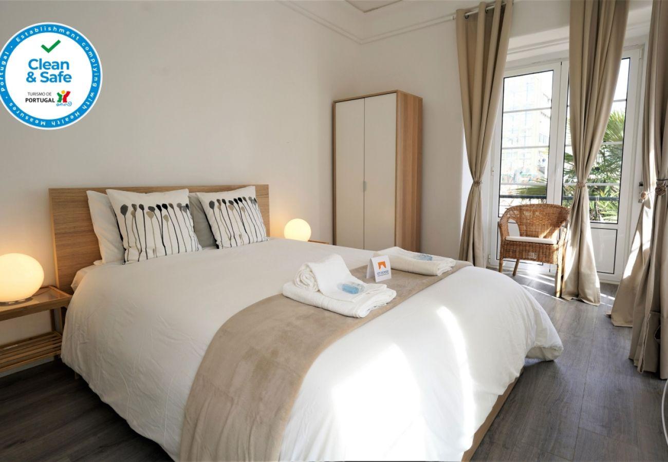 Quarto com cama de casal | Alojamento local centro de Lisboa