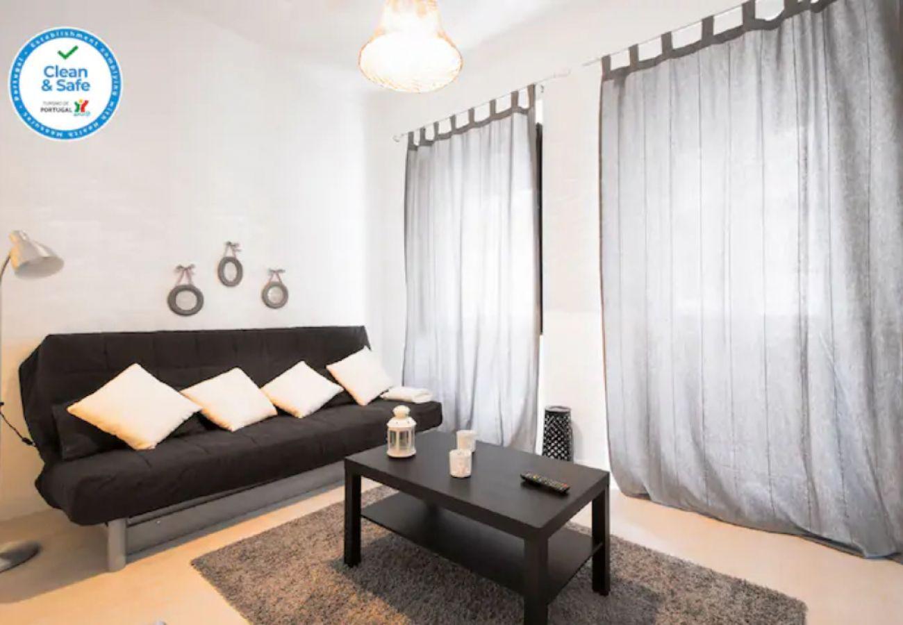 Simpática e aconchegante sala de estar | Alojamento Local em Lisboa