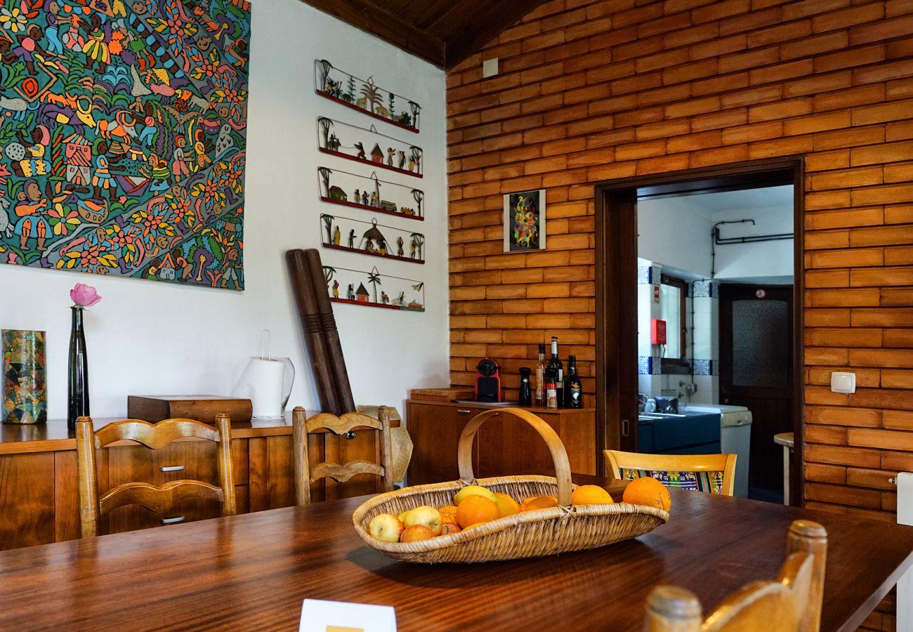 Sala de refeições interior na Casa da Rampa | Alojamento local em Sintra
