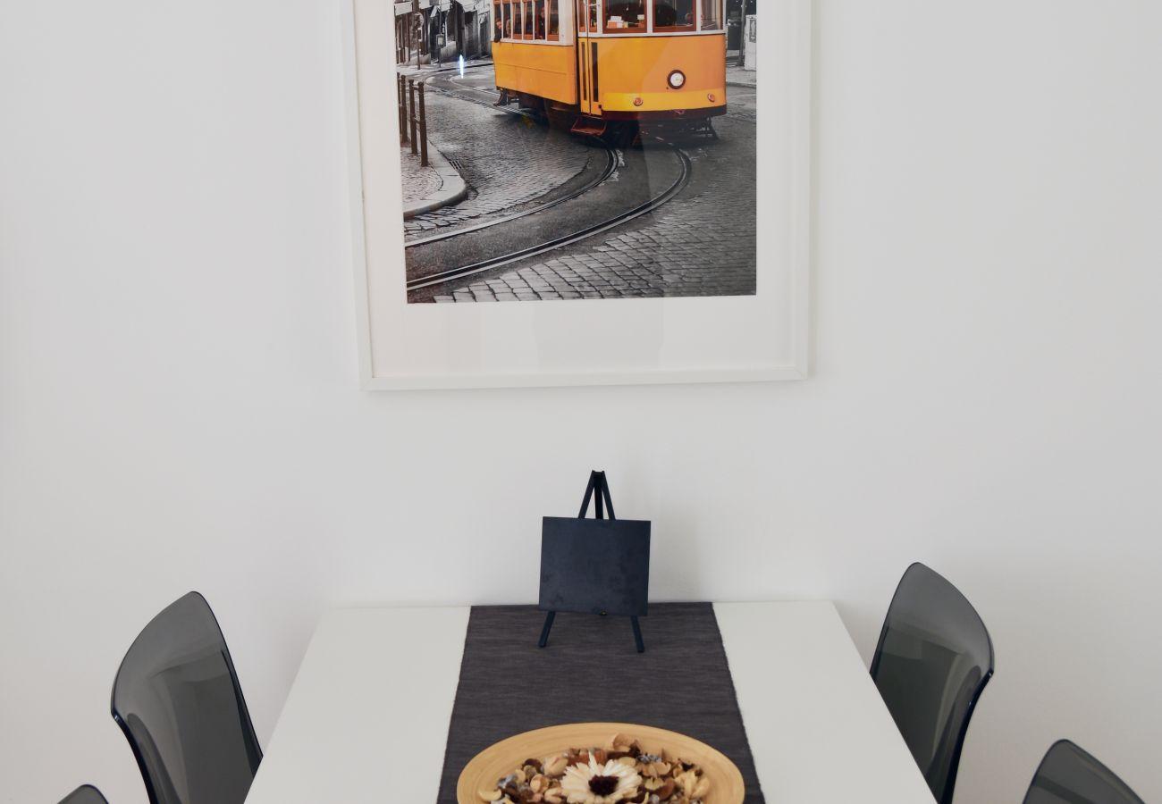 Zona de refeições em Belem-Junqueira by GT House