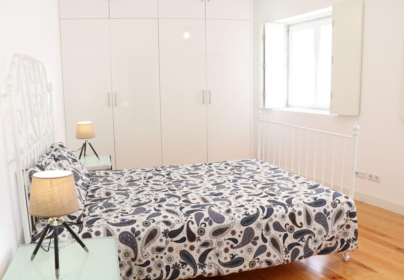Quarto com cama de casal muito confortável