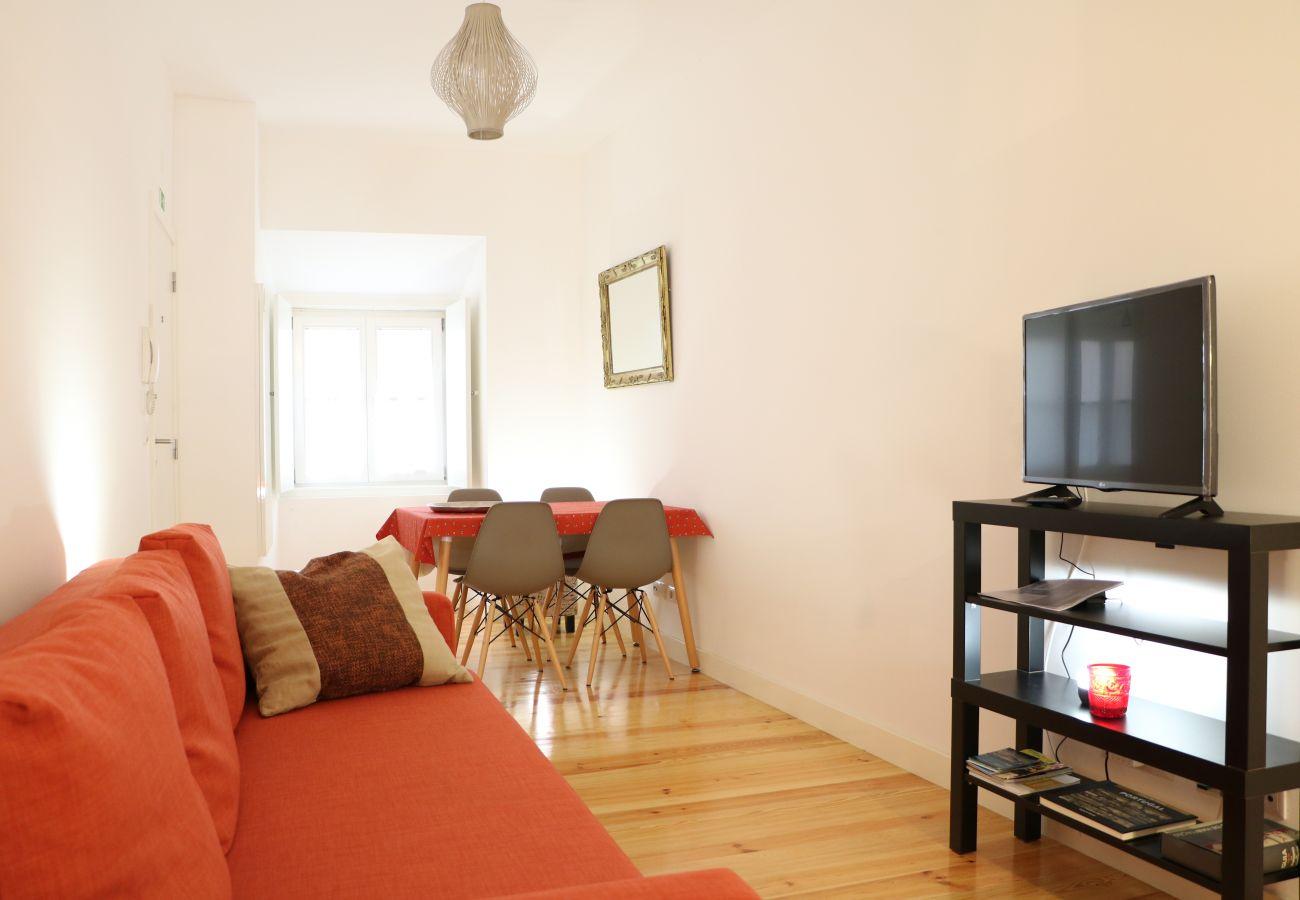 Sala de estar moderna na zona histórica do Castelo de São Jorge