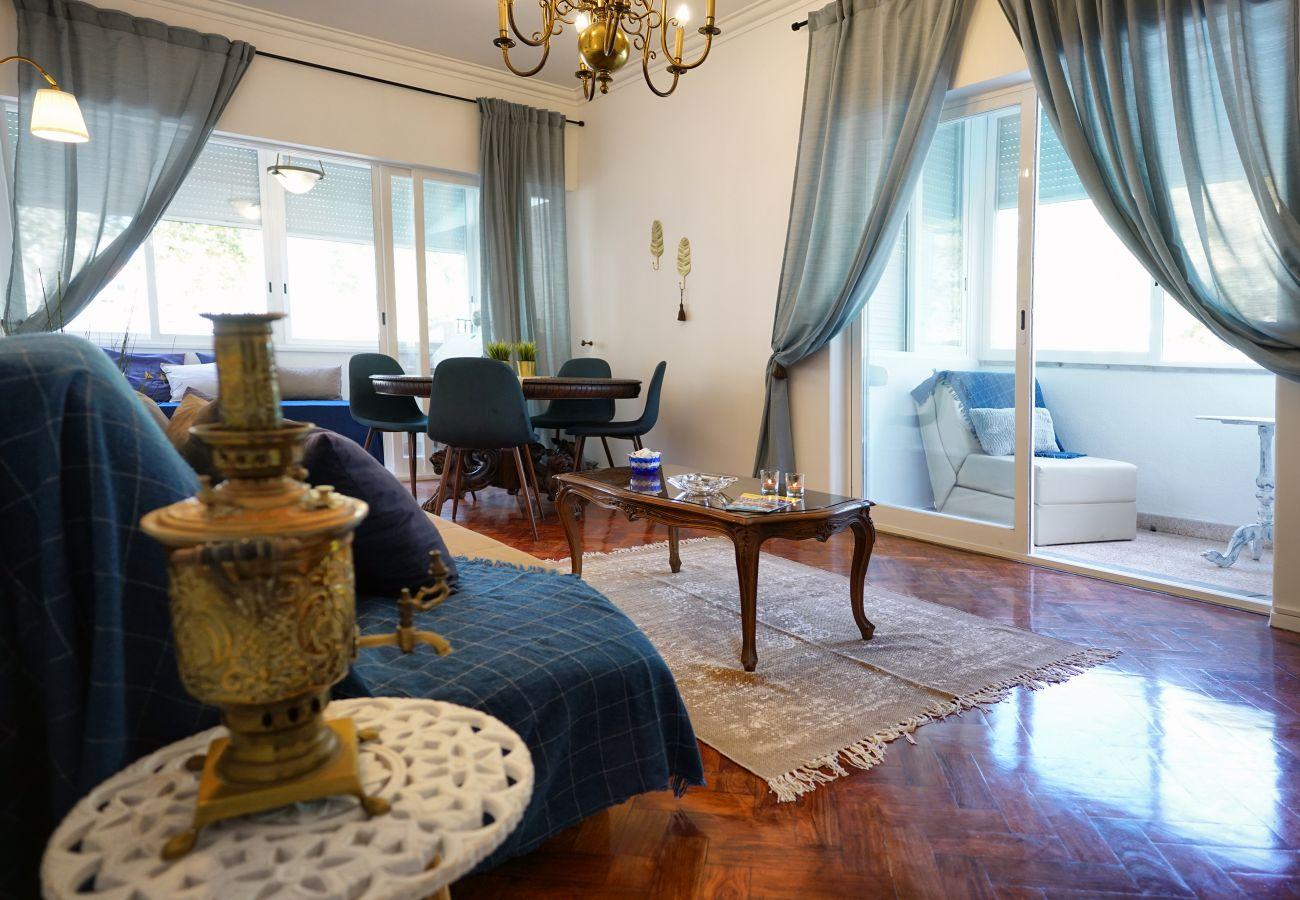 Ampla sala de estar no Estoril | Alojamento local