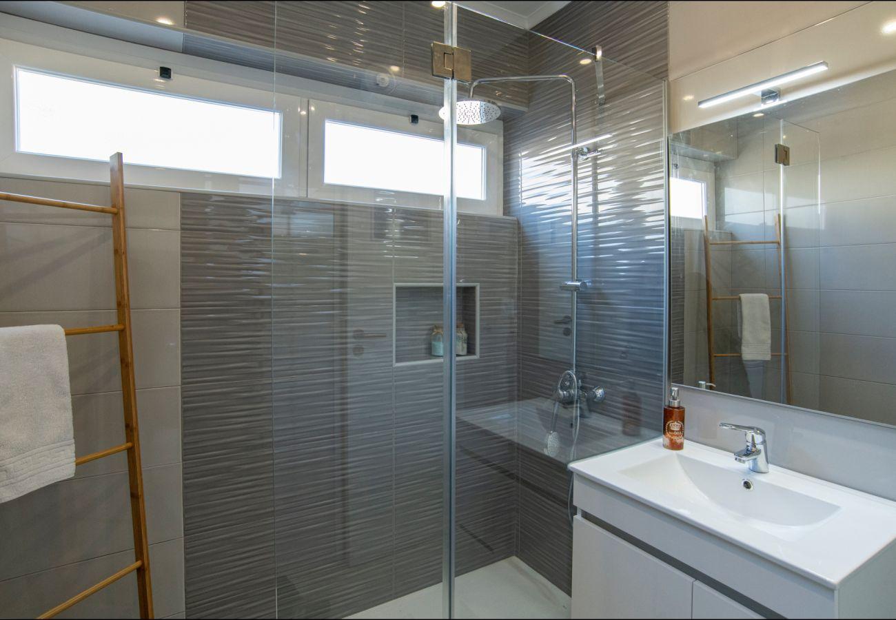 Moderna casa de banho by GT House