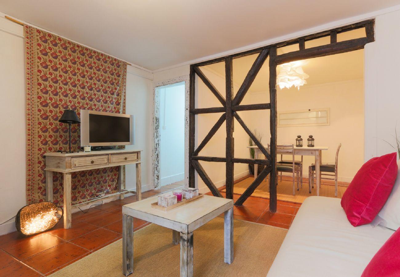 Agradável sala de estar em plena zona típica de Lisboa   Alojamento Local