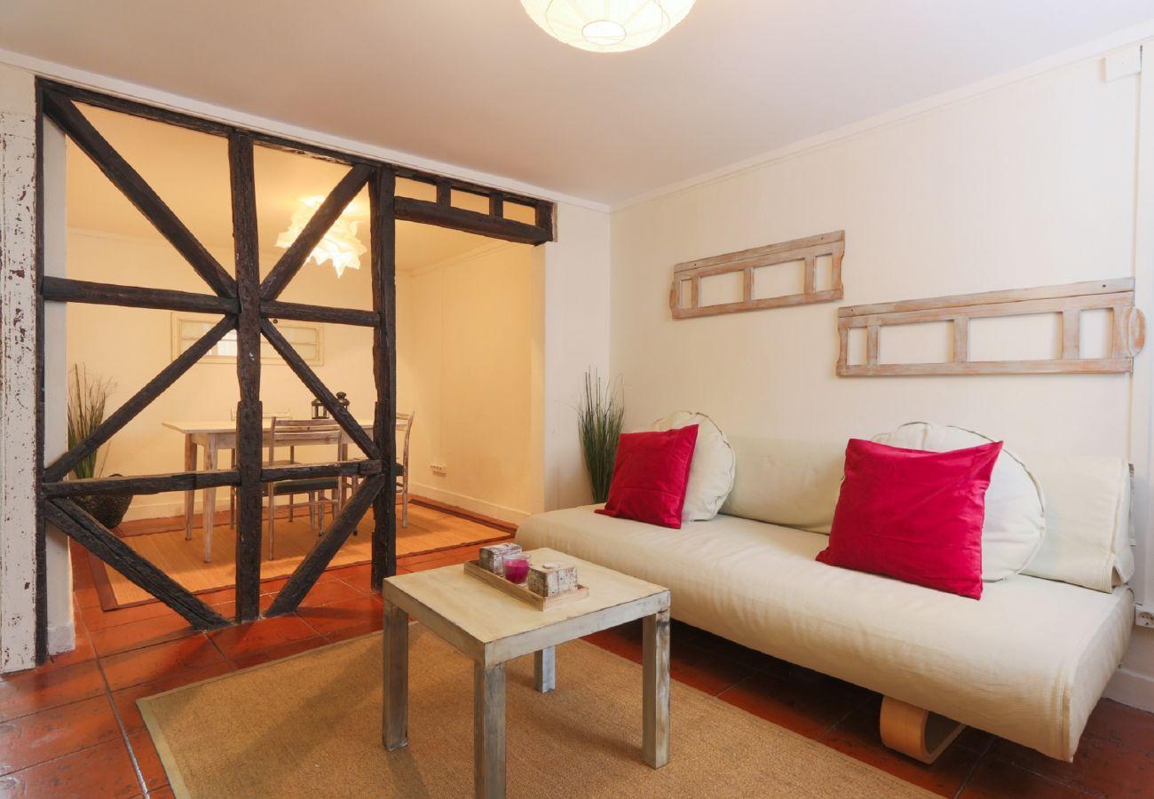 Sala de estar em edifício típico