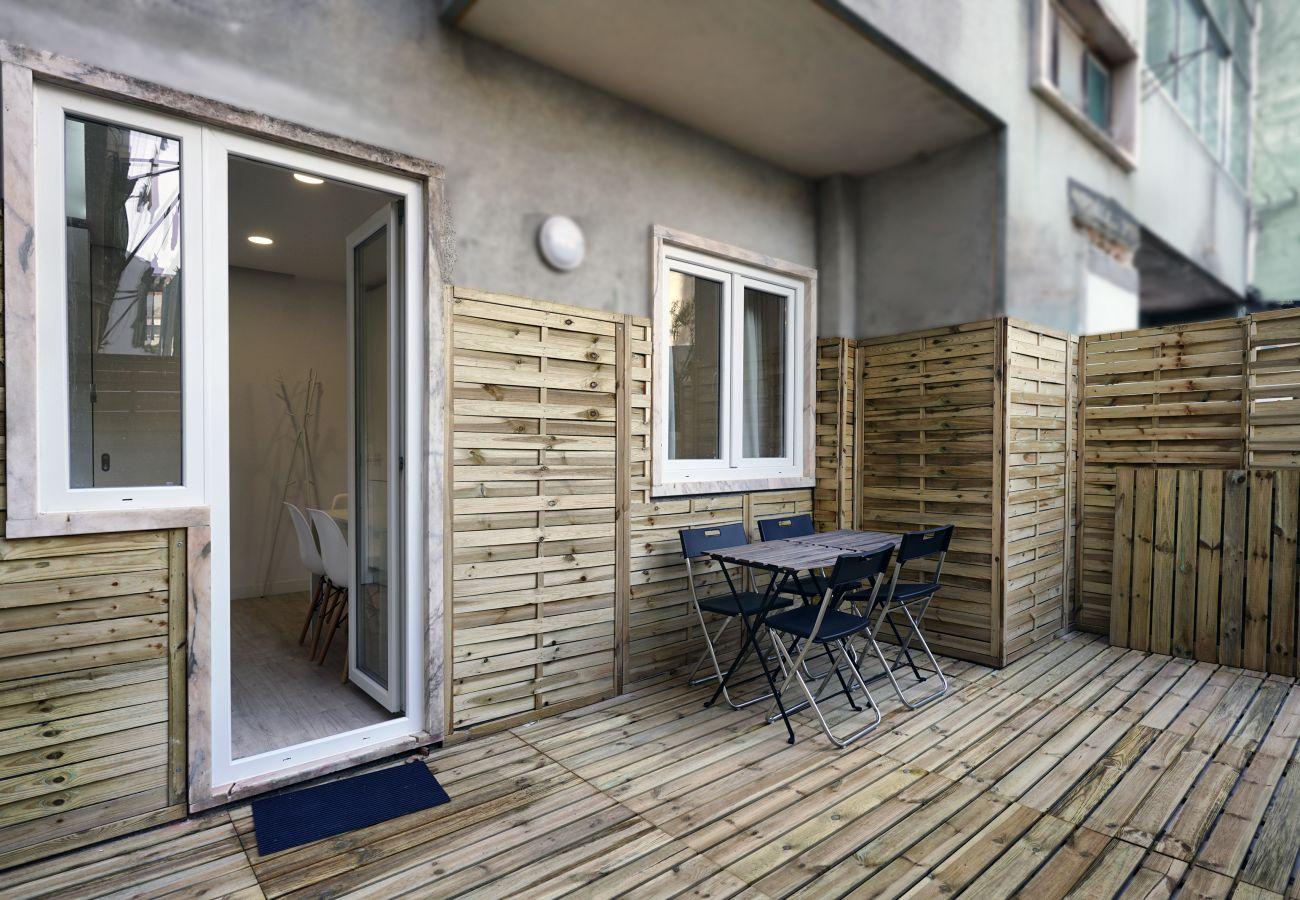 Agradável terraço para relaxar no final do dia by GT House