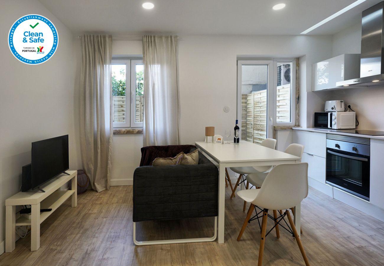 Apartamento em Queluz com terraço, 2 quartos, sala de estar e cozinha
