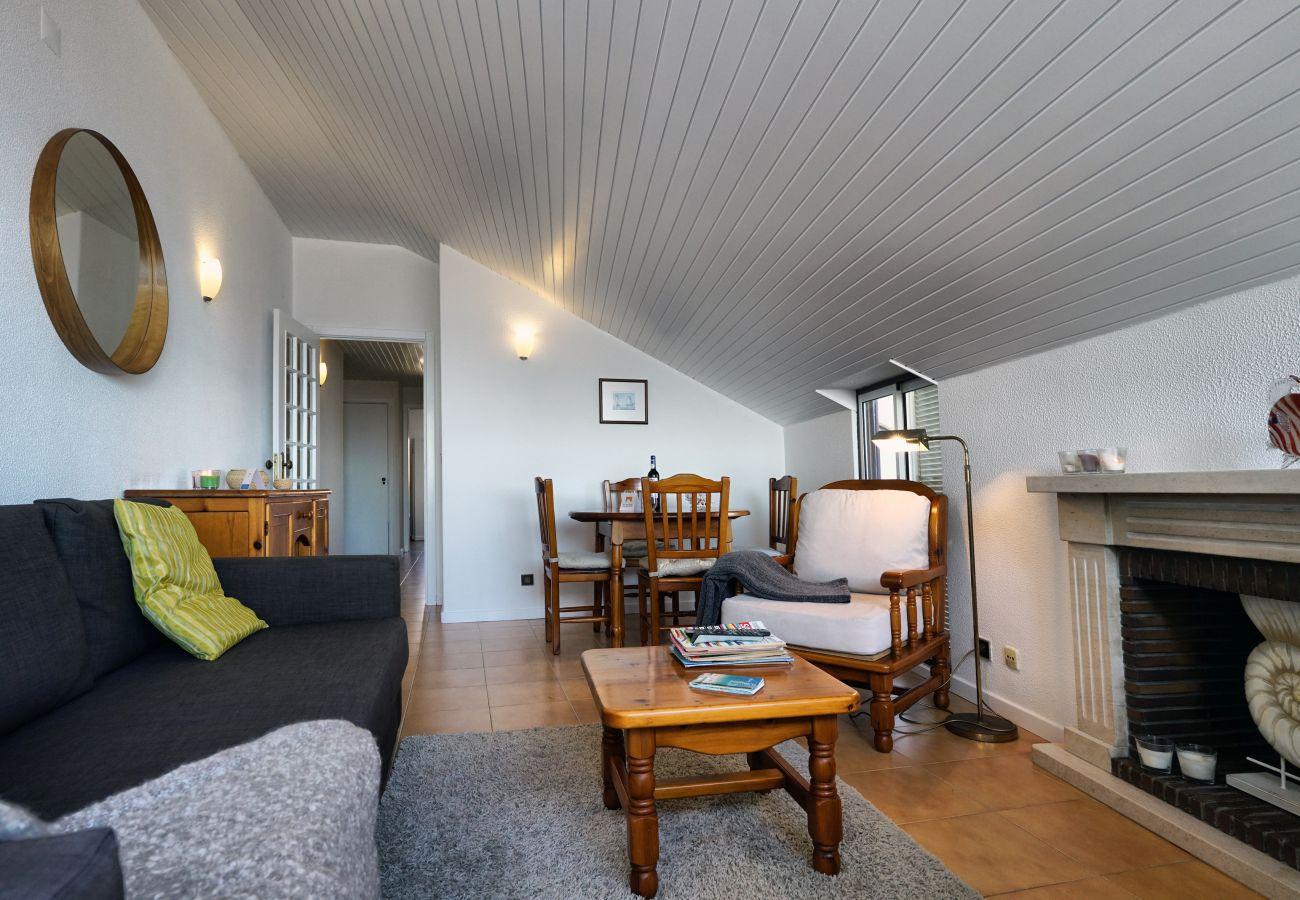 Agradavel sala de estar by GT House em Sesimbra