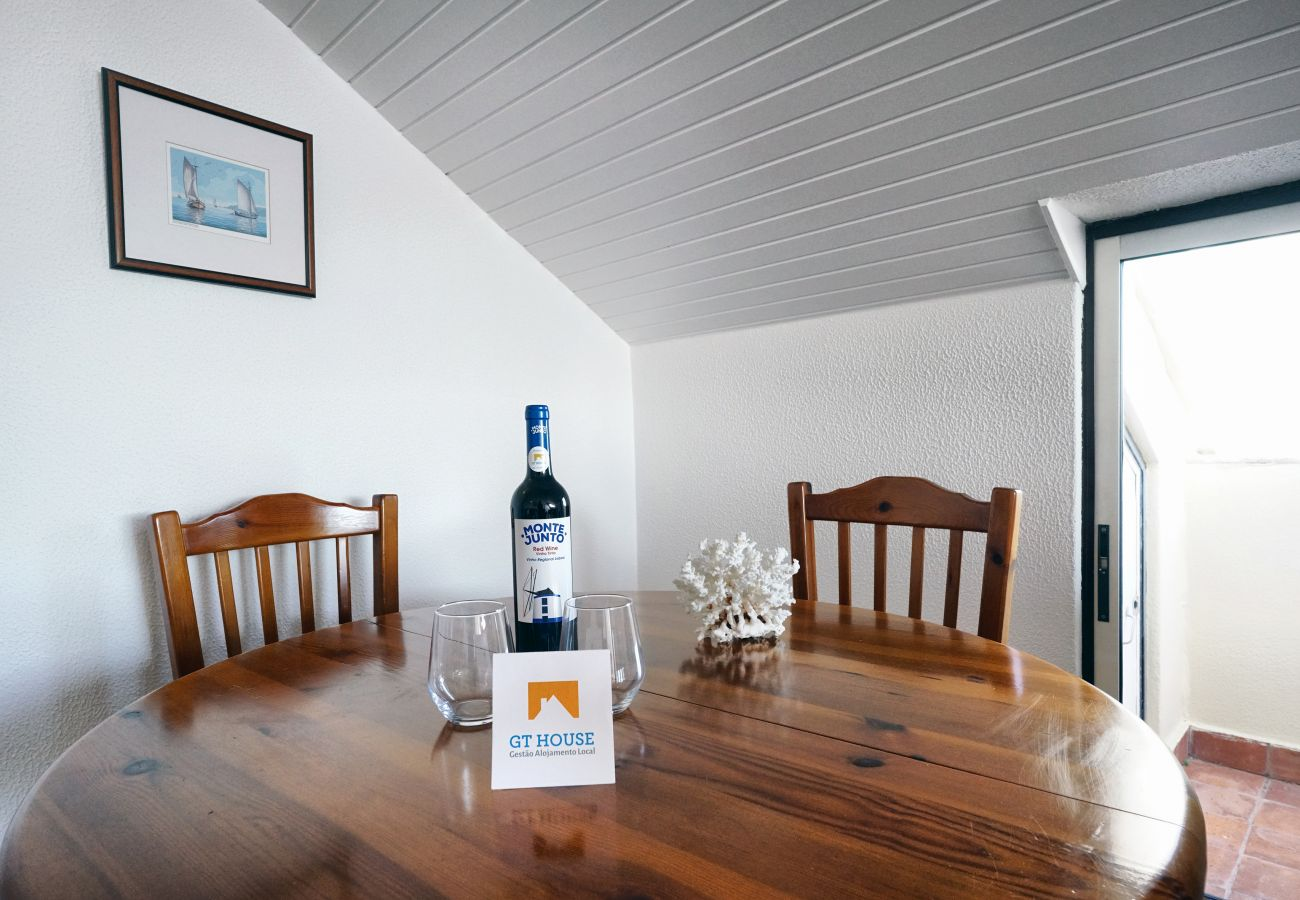 Simpática mesa de refeições em Sesimbra by GT House