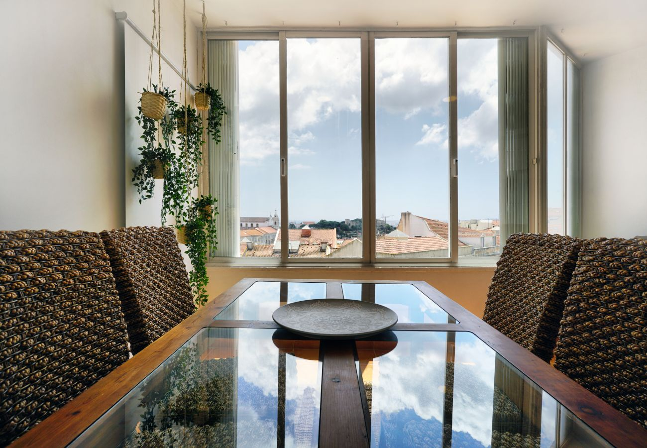 Mesa de refeições com vista maravilhosa sobre a zona histórica de Lisboa
