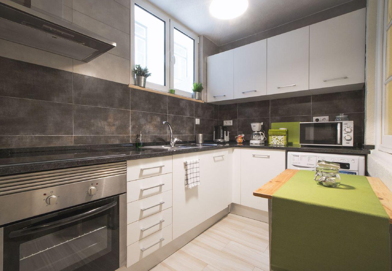 Ausgestattete Küche, um Mahlzeiten zuzubereiten, ohne das Haus zu verlassen