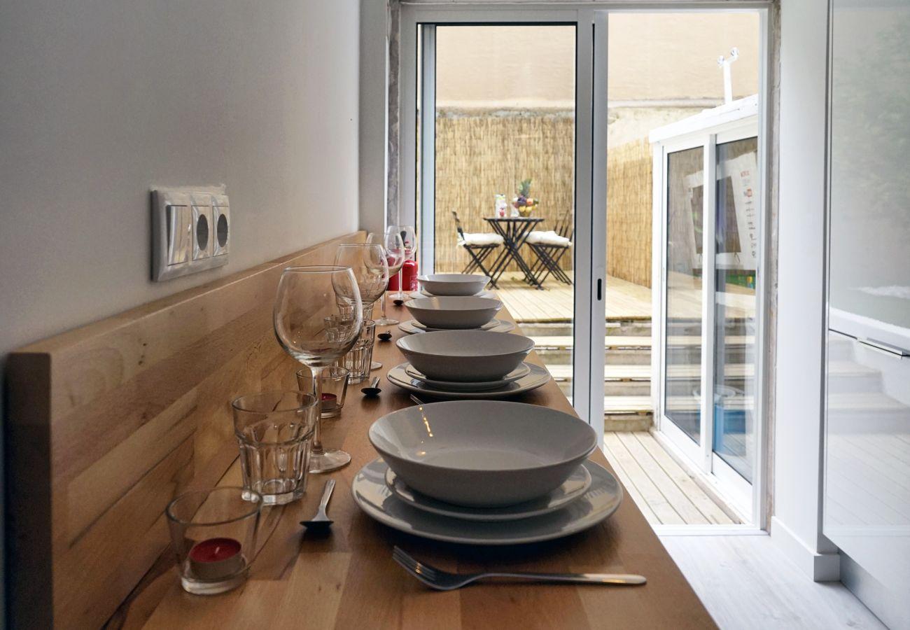 Wohnung in Queluz mit Essbereich neben der Küche