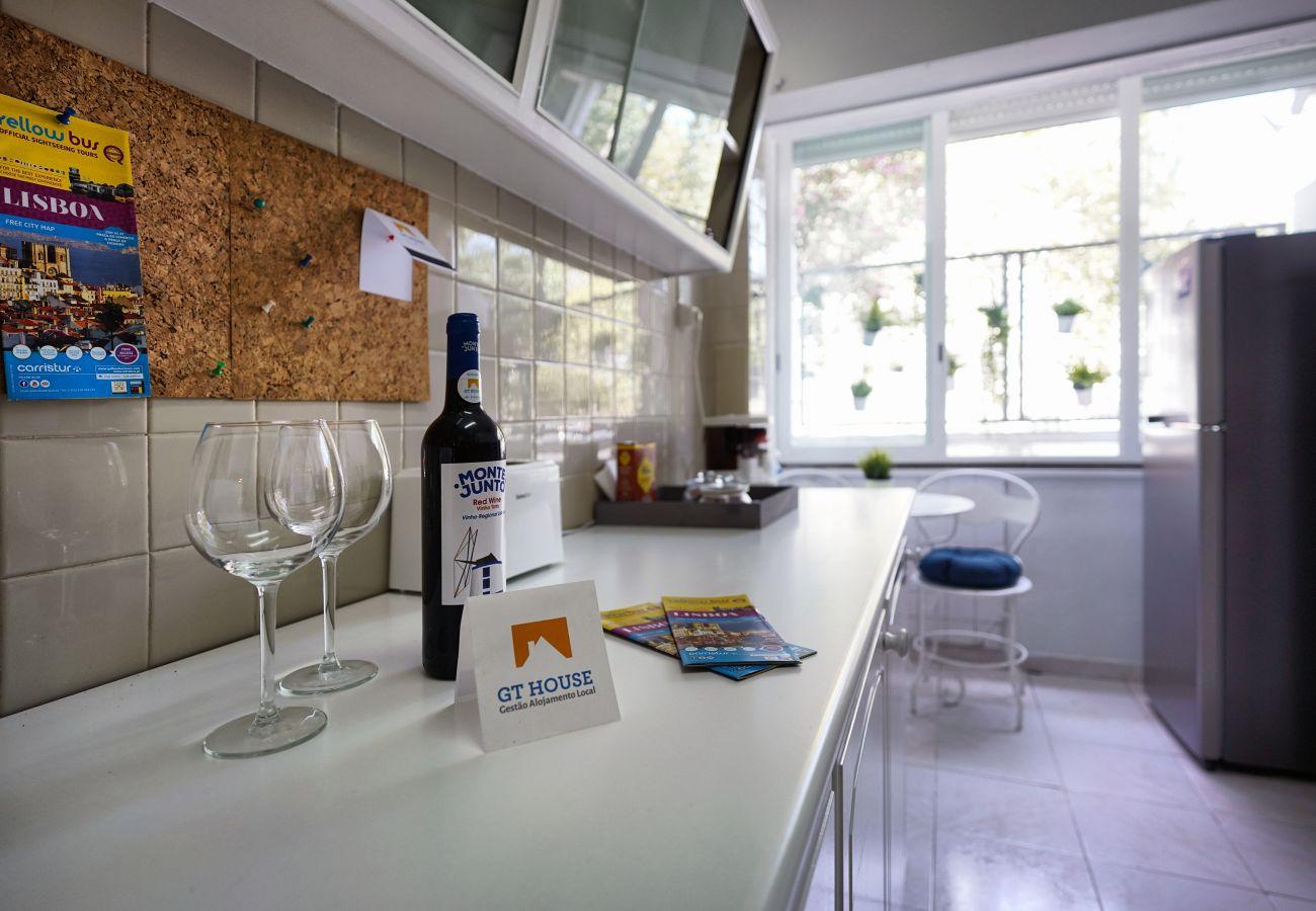 Voll ausgestattete Küche im Estoril by GT House