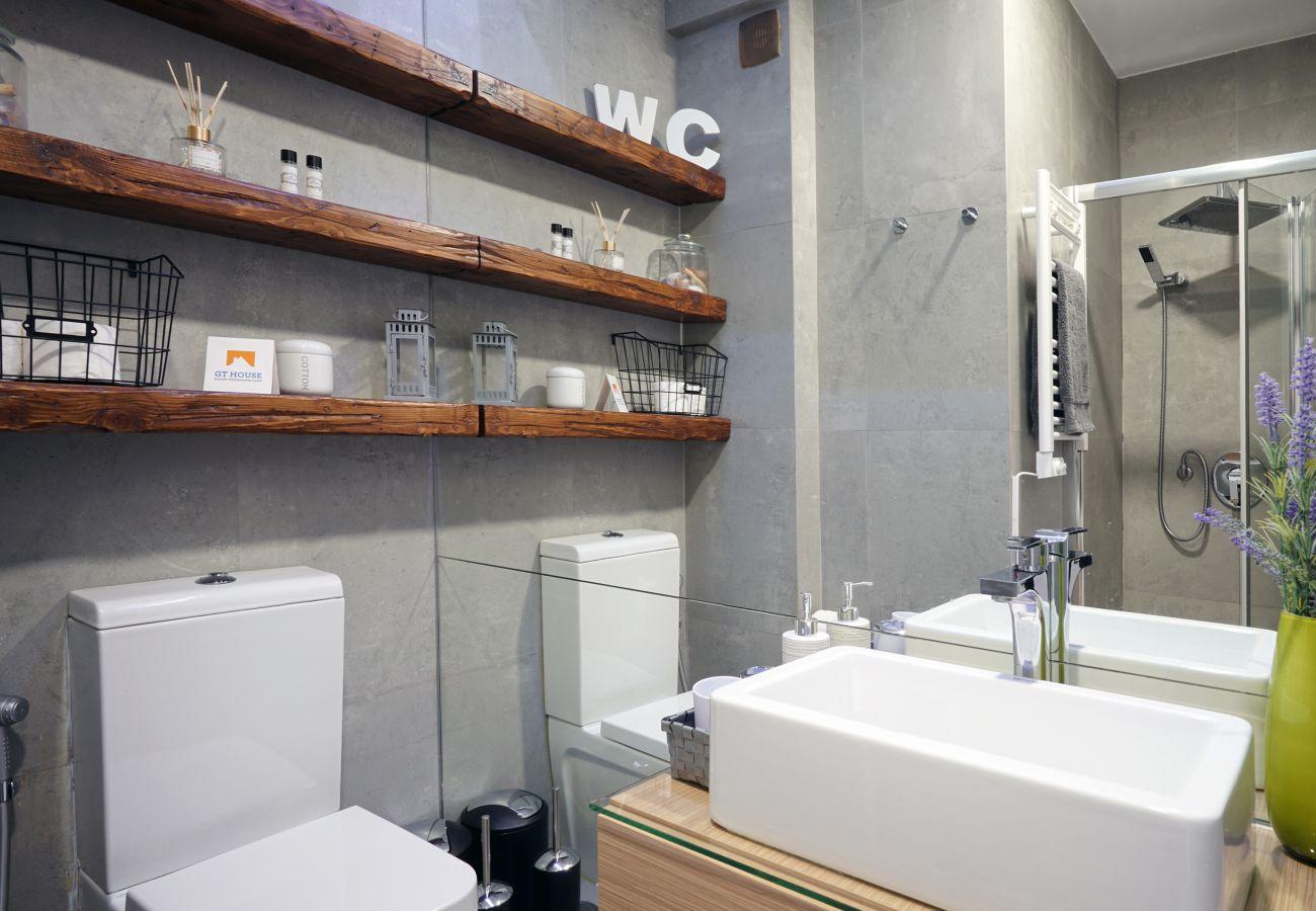 Modernes Badezimmer in der Wohnung auf der Expo   Kurzzeitmiete
