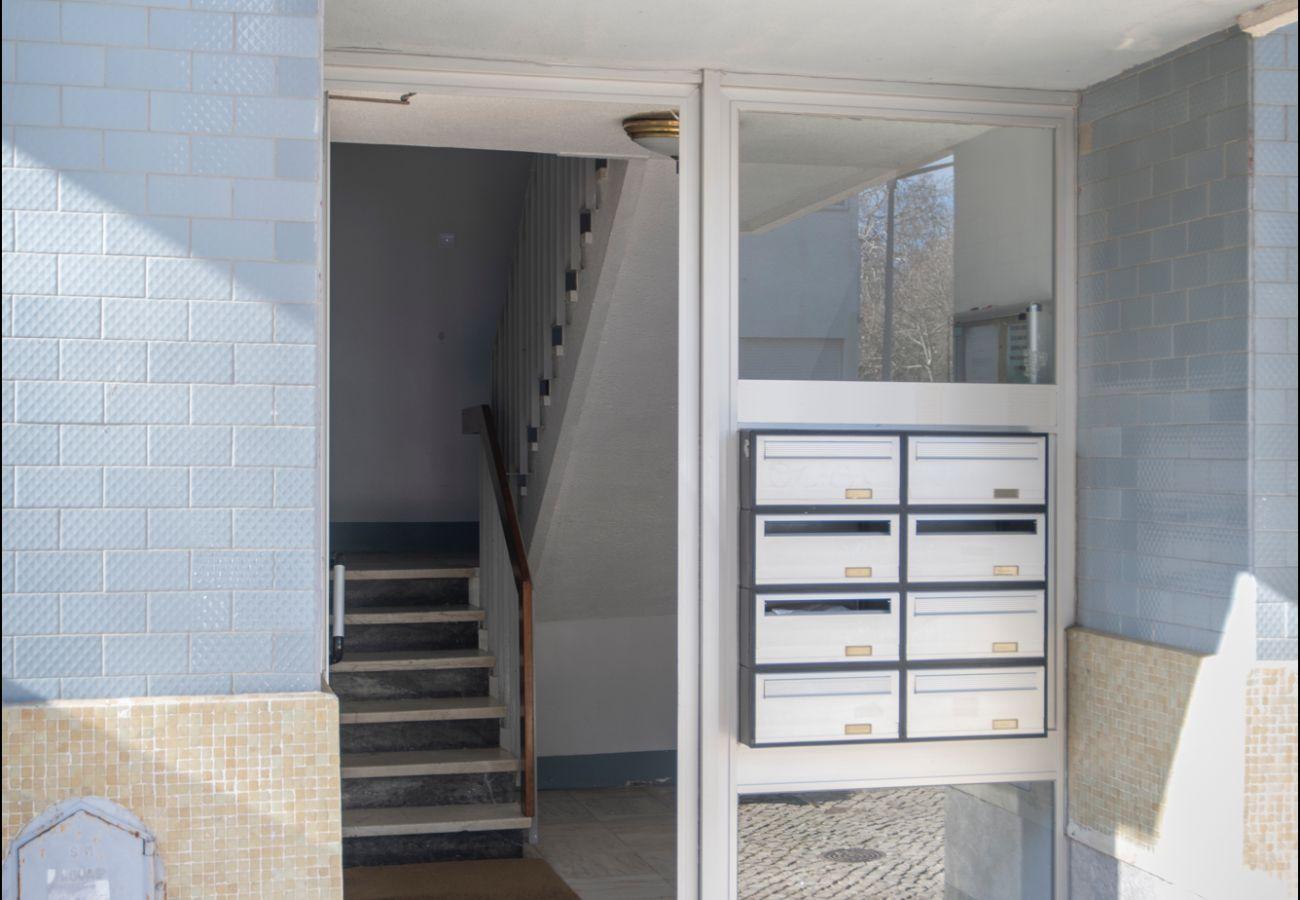 Exterior door of the apartment for rent in Estoril