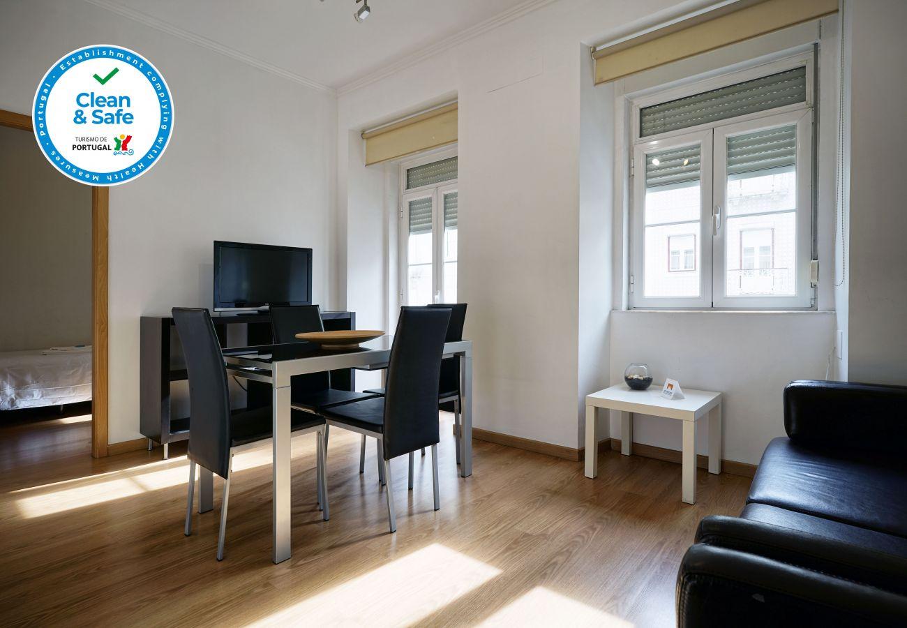 Salón de apartamento de 3 habitaciones by GT House