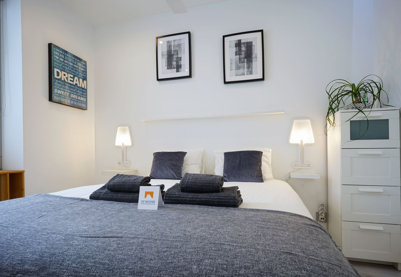 Dormitorio principal en Parque das Nações by GT House