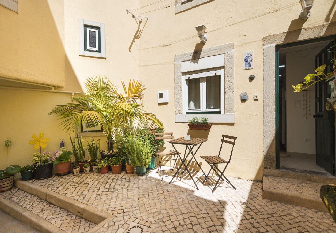 Joli patio dans un appartement en duplex dans le quartier Ajuda