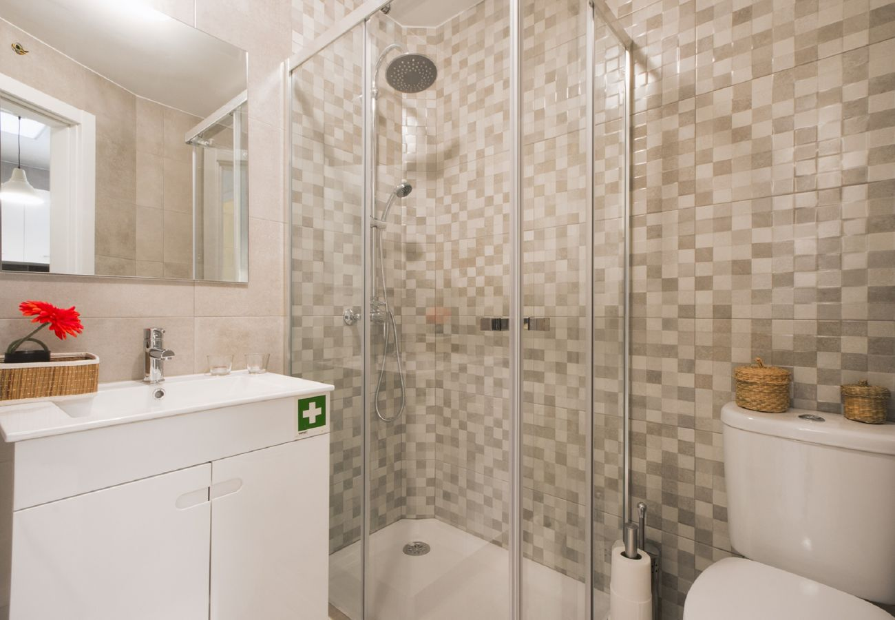 Salle de bain de l'appartement à louer à Alcântara