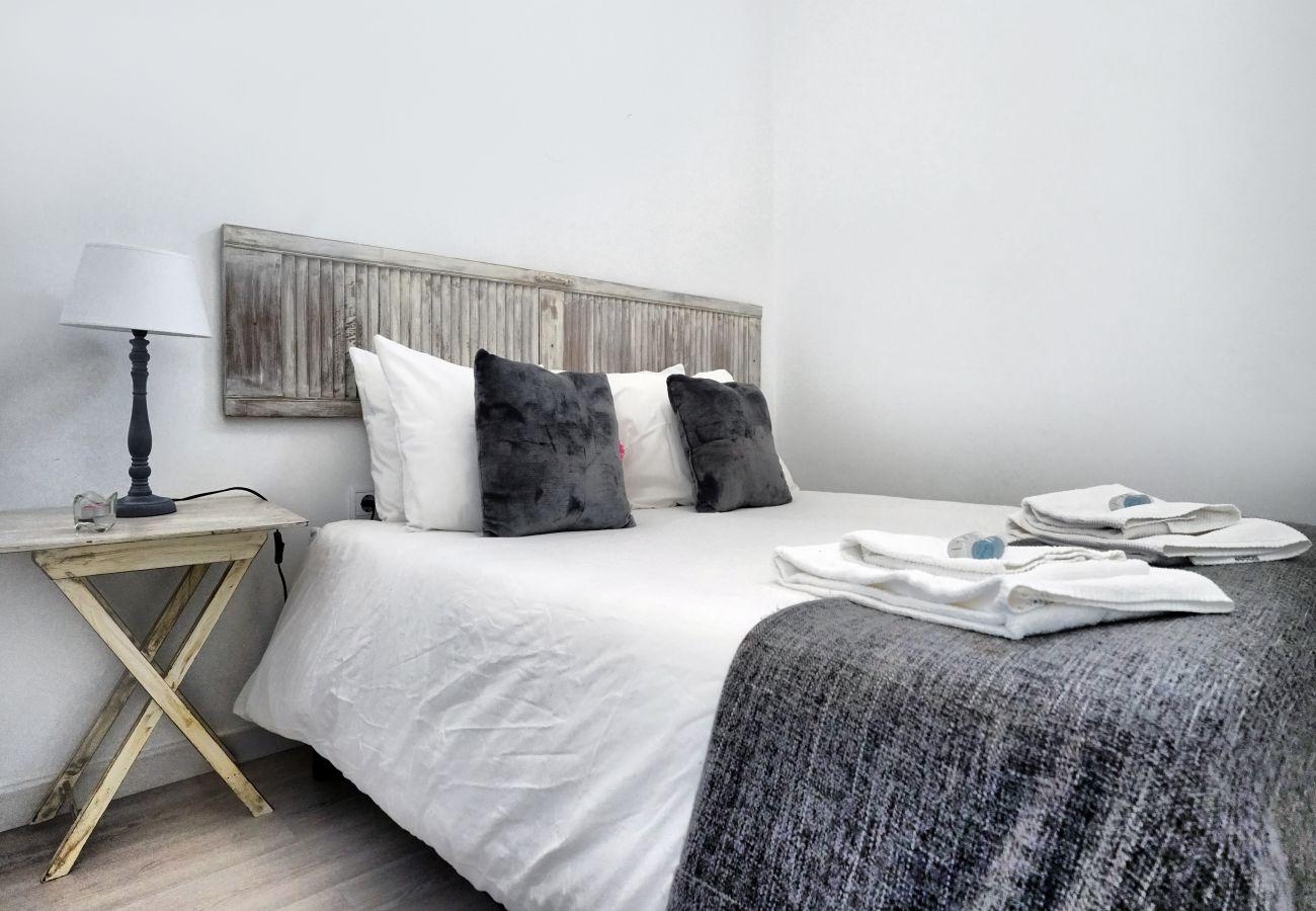 Appartamento in affitto ad Alcântara con accogliente camera matrimoniale