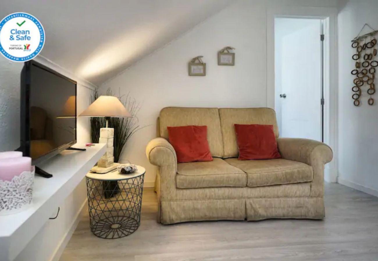 Appartamento ad Alcântara con 2 camere da letto e accogliente soggiorno