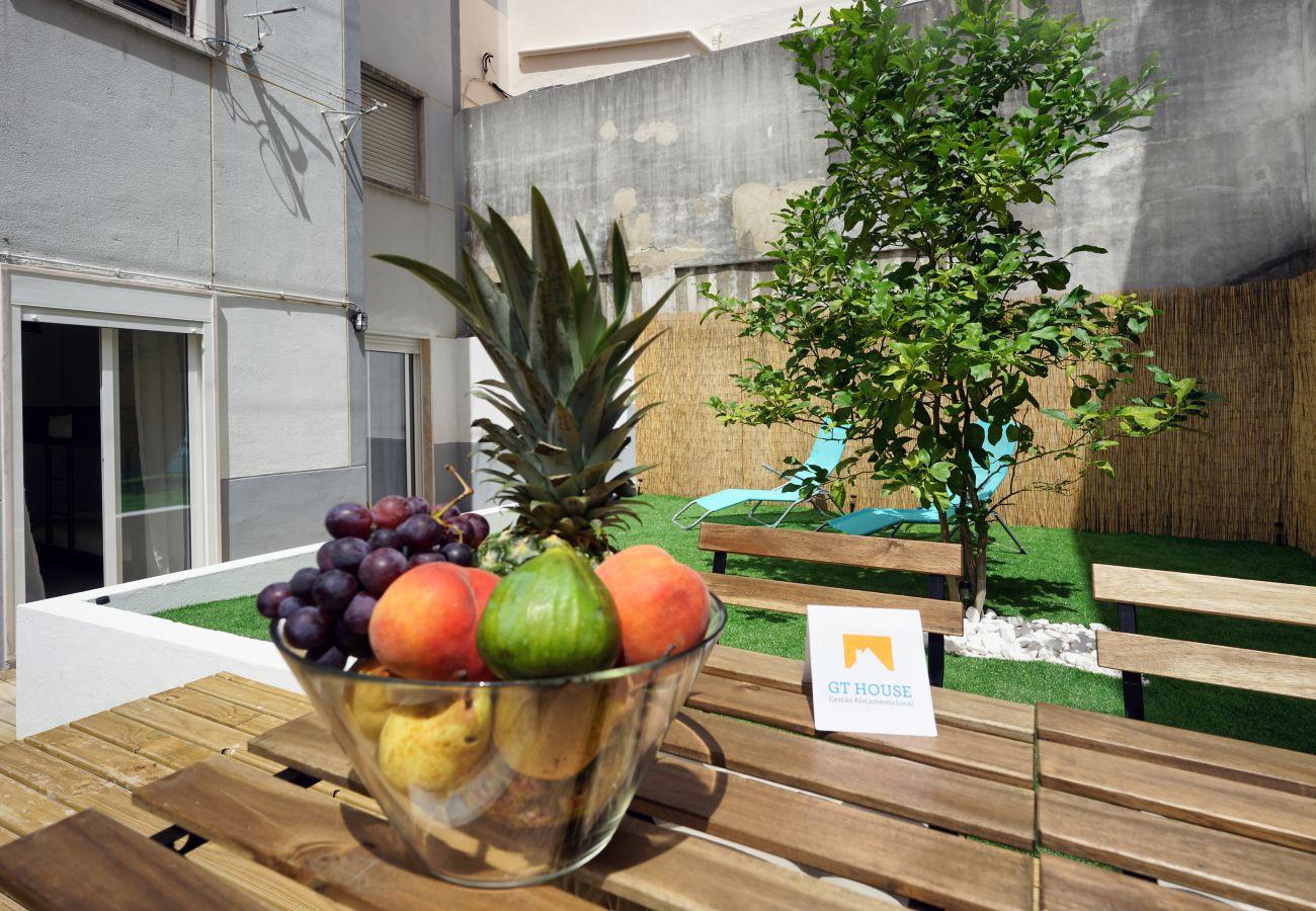 Appartamento in affitto a Queluz con 2 camere da letto e terrazza privata